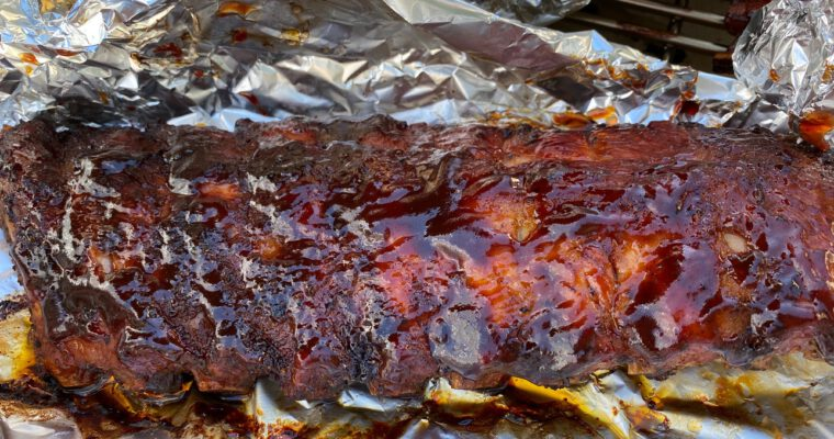 Neitsytgrillaus: Savustetut porsaan ribsit