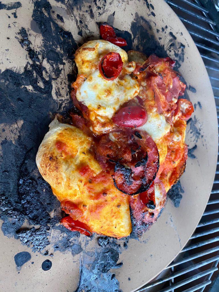 Pizzan kaltaisen paistaminen kamadossa