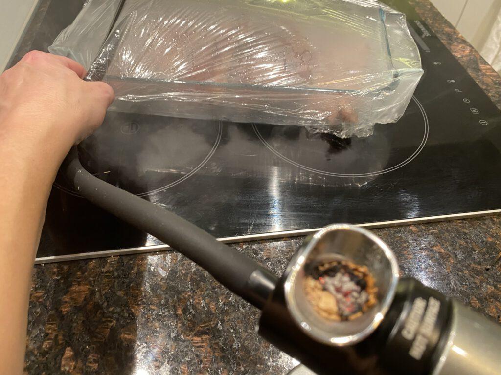 Smoking Gun -laite savustaa entrecote pihvejä